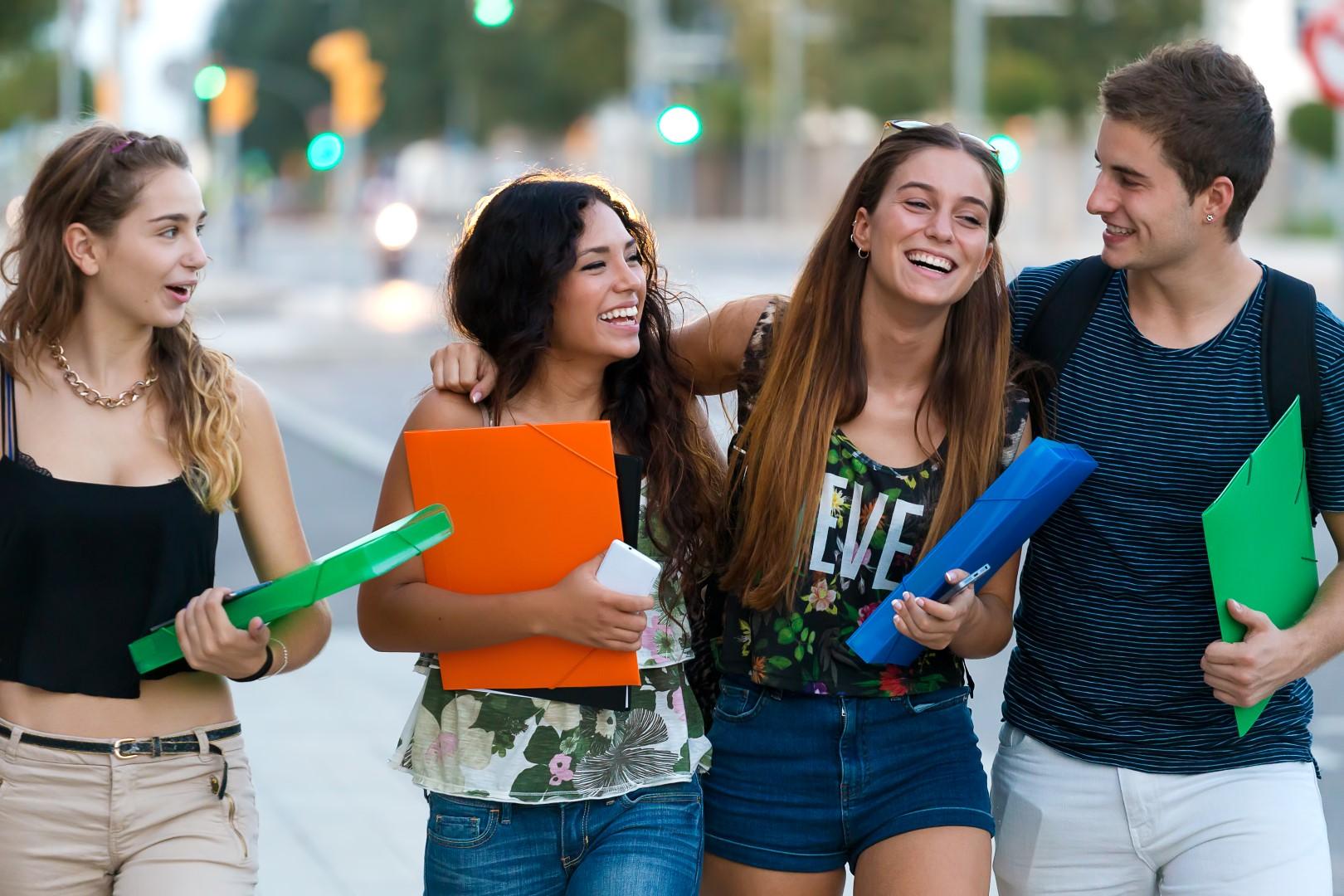 fme_epilysi_students_happy